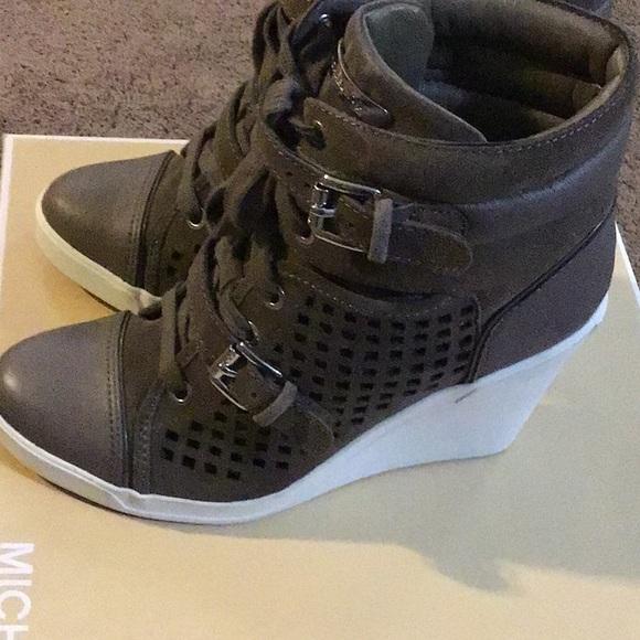 Michael Kors Shoes - Shoes Michael Kors size 7.5